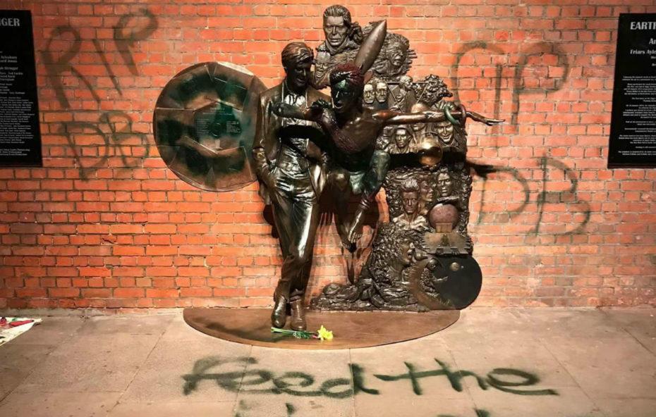 David Bowie: la statua in suo onore è stata vandalizzata