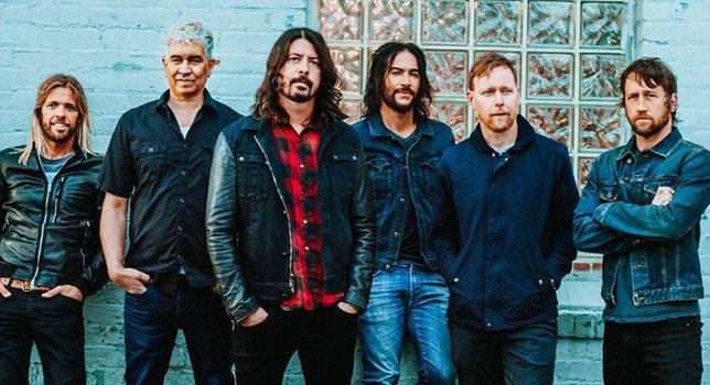 Foo Fighters: Bambino sale sul palco e si impossessa della Batteria