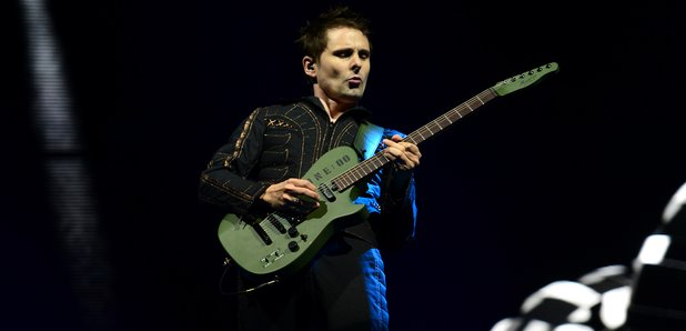 Matt Bellamy suona in acustico il nuovo inedito something human